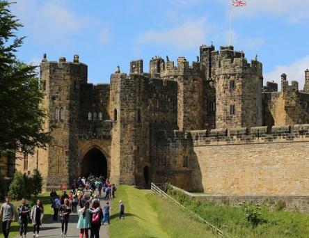 donde esta el castillo de hogwarts, como llegar al castillo de harry potter, donde esta el castillo de harry potter, castillo harry potter