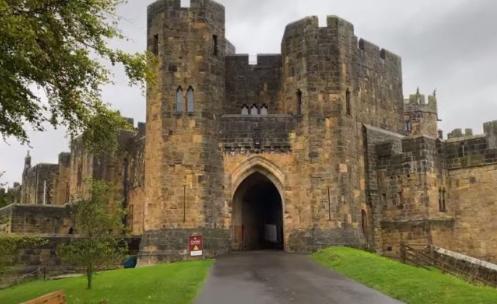 donde esta el castillo de hogwarts, como llegar al castillo de harry potter, donde esta el castillo de harry potter