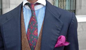 nudo de corbata fino o estrecho