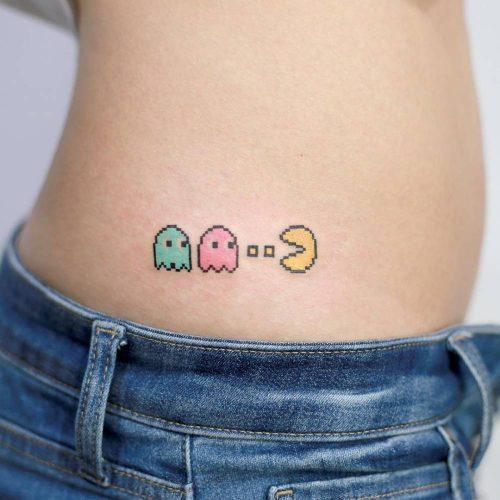 tatuajes frikis pequeños de videojuegos pacman