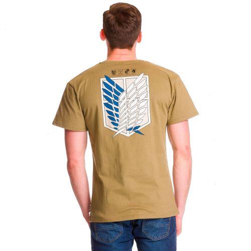 chico con Camisetas Ataque a los Titanes