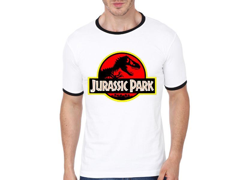 chico con Camisetas Jurassic Park blanca