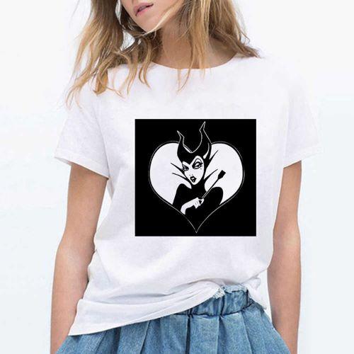 chica joven con Camisetas Maléfica