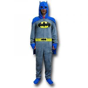hombre con pijama entero de batman