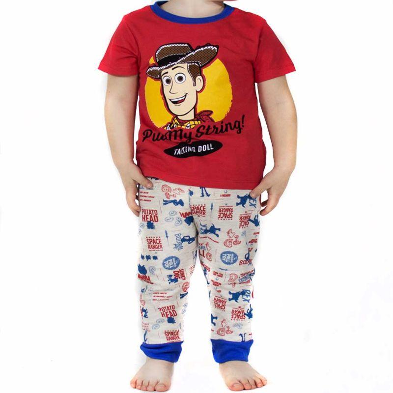 niño con pijama de toy story